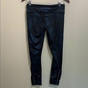lululemon athletica Pants - Lululemon Black and Navy 7/8 Luxtreme Tights EUC